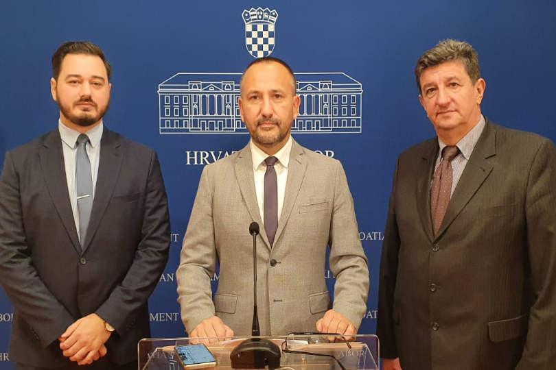Vrijeme je da Vlada pokaže jesu li joj hrvatski interesi na prvom mjestu