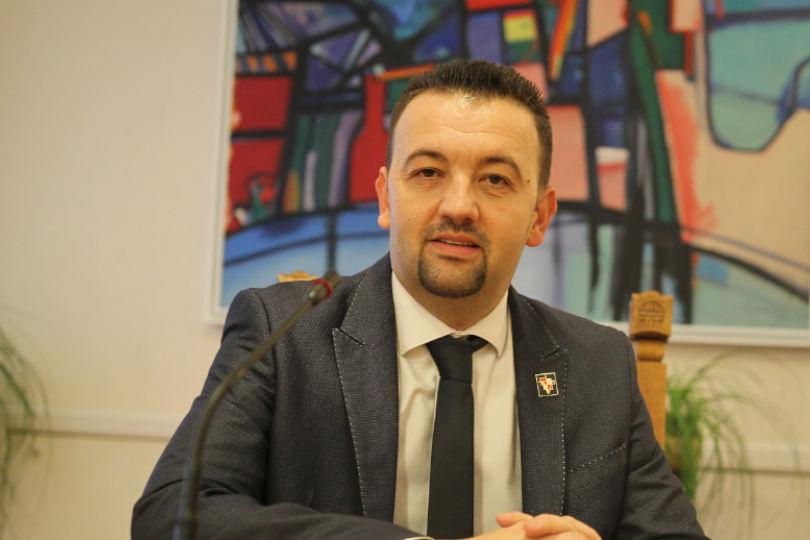 Premijeru Plenković, spustite se na zemlju i prestanite docirati saborskim zastupnicima